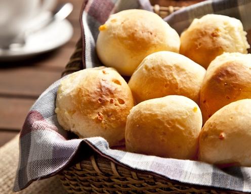Pão de queijo  (brasilianische Käsebällchen)